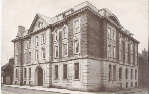 Walton Street building. I imagine this one dates from before the first world war as on the the reverse is printed 'Oxford, Ruskin College - New Buildings' which were new in 1908 I think.